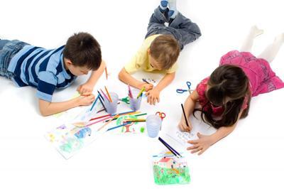 心理学家:孩子涂鸦有秘密 体现对周围环境感知