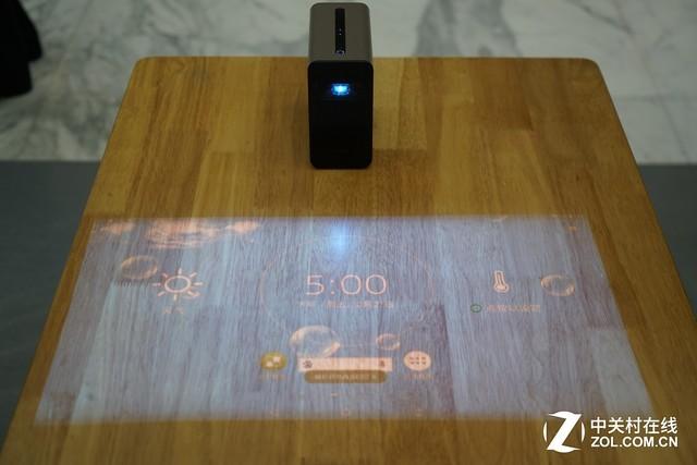 SonyXperia独创3D大师功能,打开应用即能快速扫描3D立体人像, 亦或是任何你喜爱的物体 日风不追随的独特设计 此次的XperiaXZ1采用标志性的曲面表层、环绕式无缝连接金属机身,充满自然色彩外观和舒适的握持感。机身采用了独特的天线设计,将功能与设计结合紧密。 SonyXpeira独创3D大师 XperiaXZ1拥有独创的3D大师功能,可以支持扫描任何你喜欢的物体,直观的看到3D呈现效果,并在几分钟之内生成3D模型进行一系列有趣的AR互动体验甚至打印出来。 3D大师拥有脸部扫描;头部扫描;食物扫