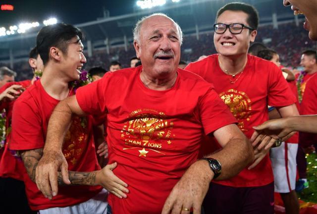 意外?华夏幸福和权健都得服,球迷:上港球迷最早祝贺恒大七连冠!