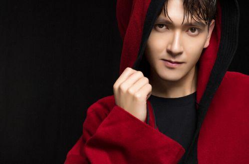 新疆小伙耶尔凡实力爱国,完美声线颂红色经典