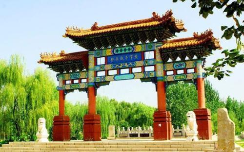 泗水县主要旅游景点有泉林泉群,泉林卞桥,安山寺,万紫千红度假区,泗张