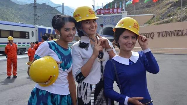 """中国建成""""中亚第一长隧"""",解决了这国1000万人去首都要绕道他国"""