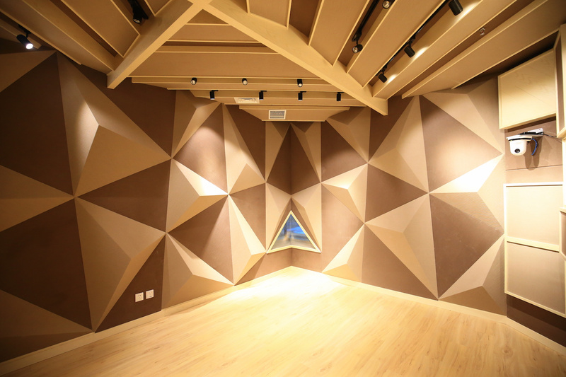 郑钧发起的「T-House空间」,一半用来联合办公,一半用来改变音乐消费市场