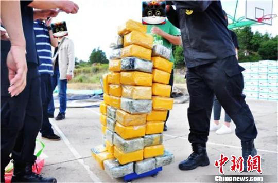 云南警方查获运毒案 5000箱香蕉香蕉中藏毒65公斤
