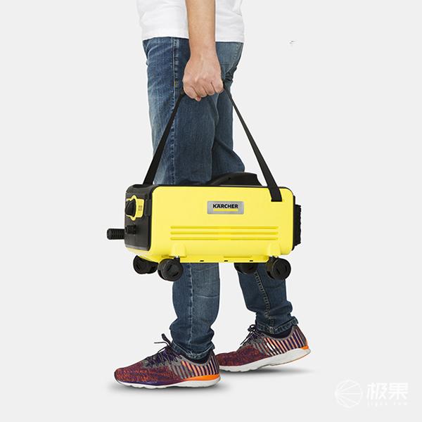 这款来自凯驰的便携充电式高压洗车机内置了可充电锂电池组和可折叠的图片