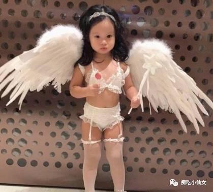 她把2岁女儿打扮成这样,遭国内外网友集体炮轰
