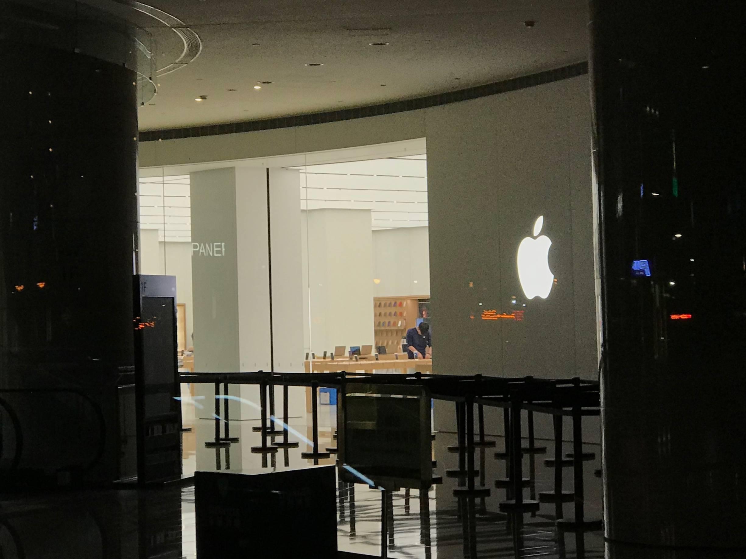 我在台北苹果店门口蹲了半宿,问了他们为什么通宵等 iPhone X