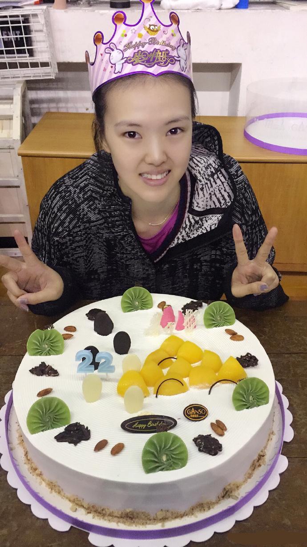 中国女排当家花旦迎22岁生日 江苏全队庆贺