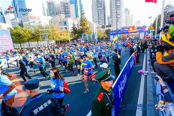 直击2017青岛马拉松赛 半程女子冠军是咱青岛小