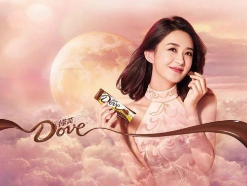 再说赵丽颖代言的德芙巧克力,原来的代言人科室李易峰和angelabay图片