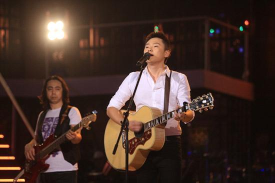 汪峰,许巍,朴树,赵雷,梁博演奏的吉他,原来是同一个