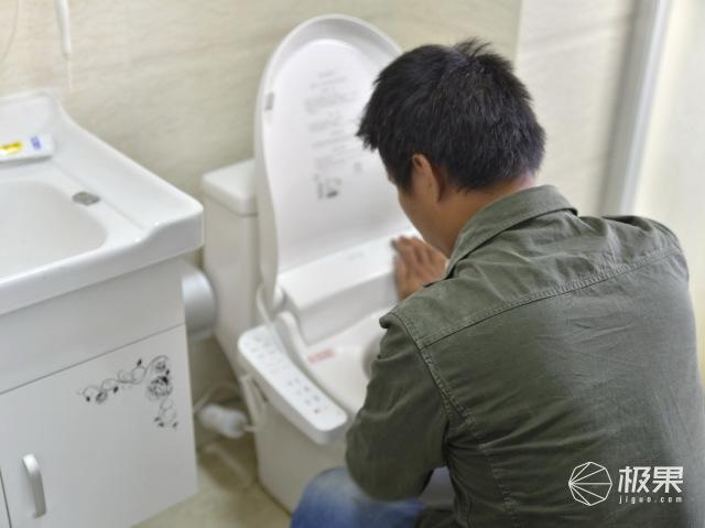 以后笔者就能自己拆装调节位置,清洗保养小坐片刻智能马桶盖.