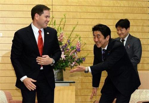一直忍气吞声的安倍,为什么选择在APEC会议期间给特朗普难堪?
