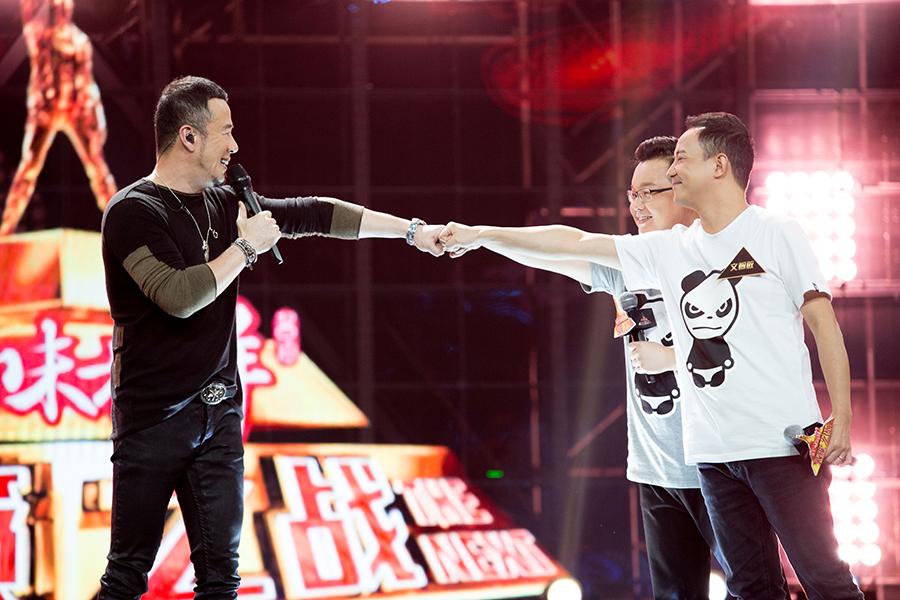 杨坤《远走高飞》震撼全场 融合U2经典摇滚被赞