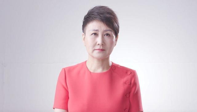 55岁张凯丽携老公现身 住的豪宅太气派了!(组图)