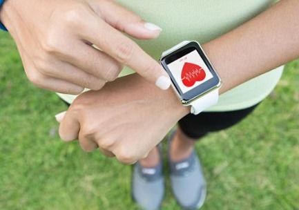 """Apple_Watch上线""""心电图""""APP_准确度超90%"""