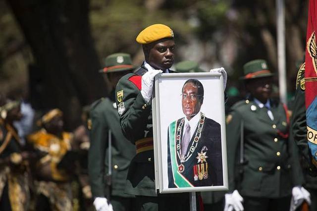 津巴布韦经历了什么?12天撕逼最后由装甲车解决问题