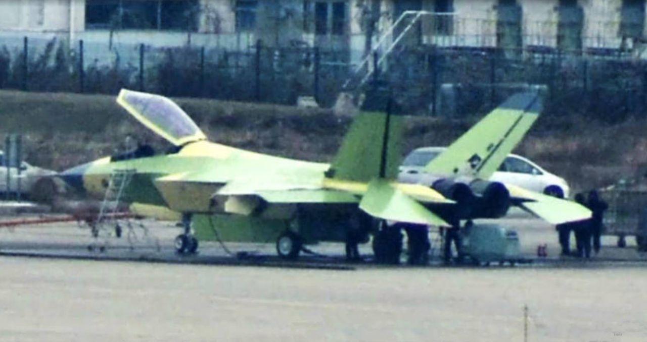 导弹--歼-31指标披露,内置6枚导弹,作战半径优于F-35