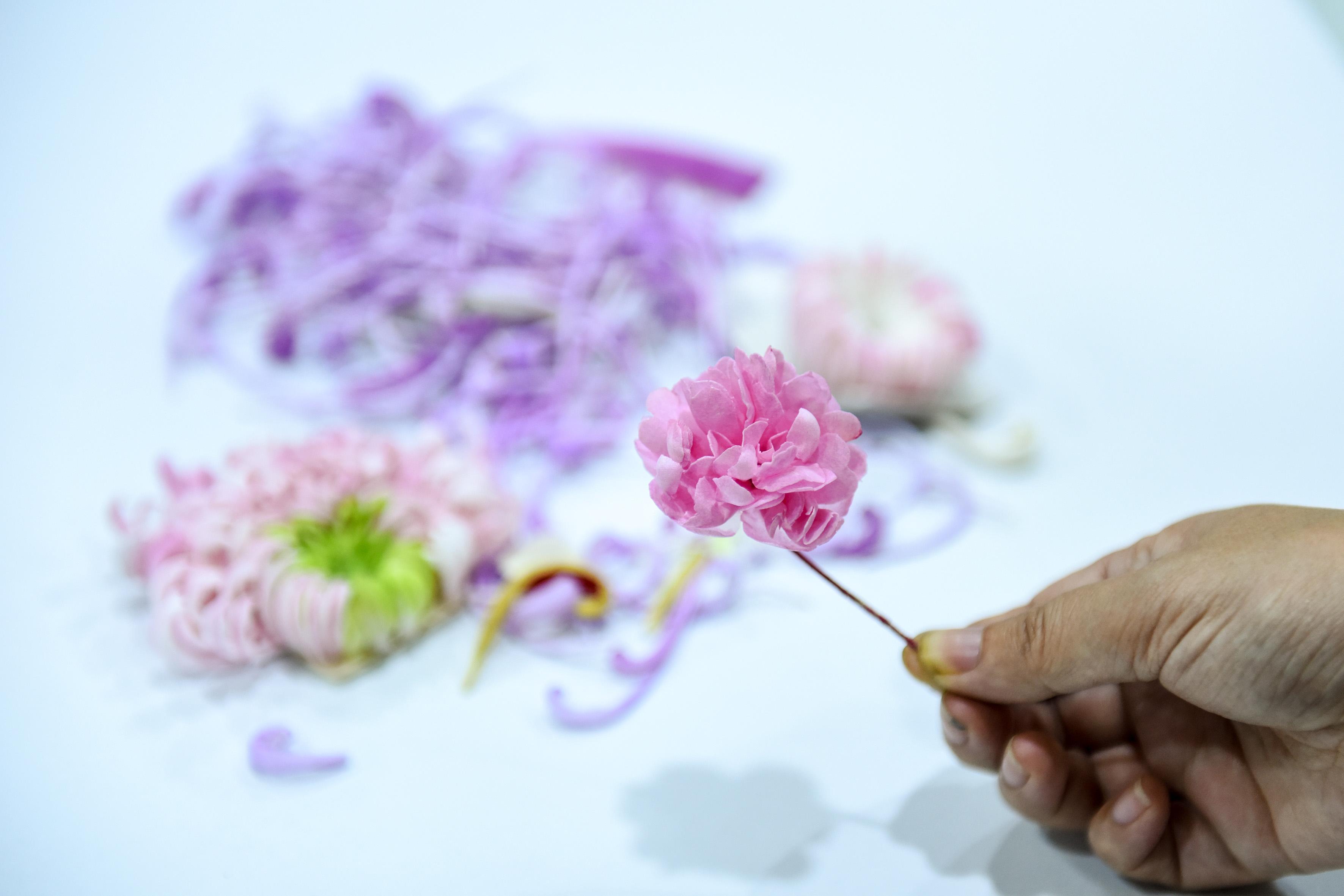 用纸张做的似锦繁花,以假乱真的扬州通草花技艺仅有
