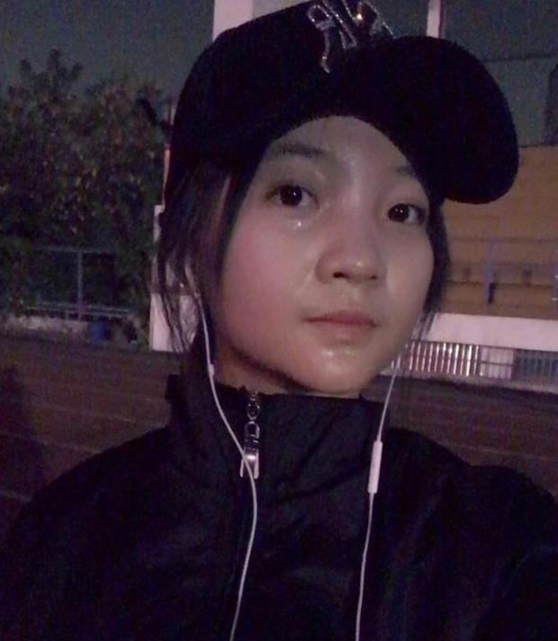 林妙可深夜跑步V脸明显,上大学的她衣品提升,真的美多了!