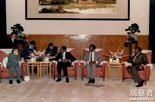 邓小平会见穆加贝(1987年1月)