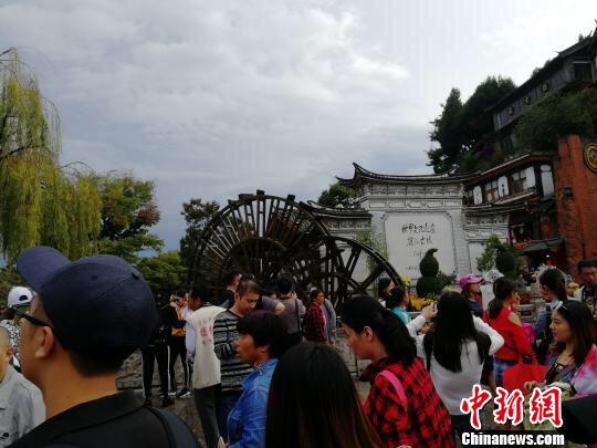 图为今年国庆期间的丽江 资料图 王艳龙 摄