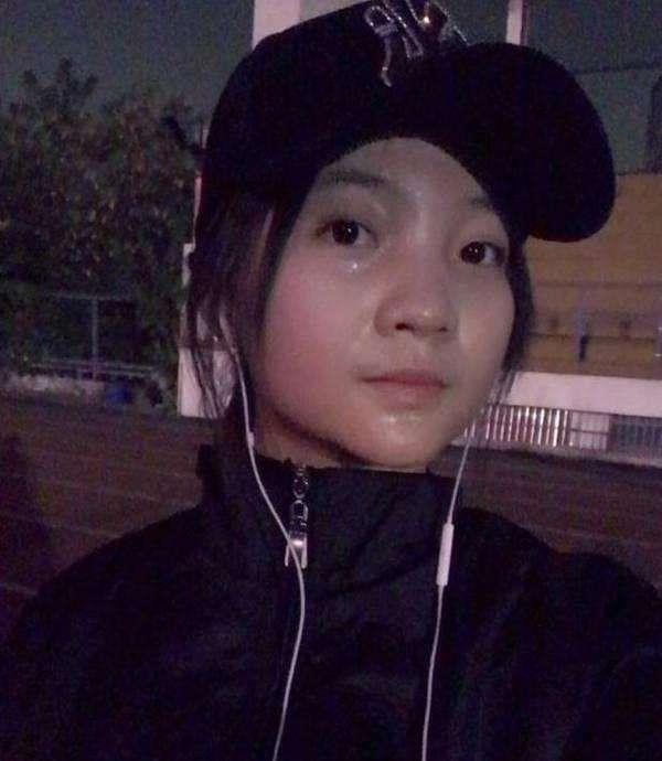 林妙可穿运动服跑步, 大汗淋漓, 网友: 深夜减肥小脸成亮点