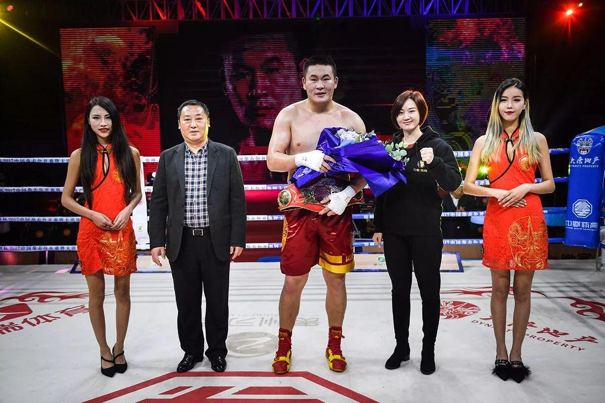 中国拳王赛激战习水 牟海鹏加冕重量级金腰带
