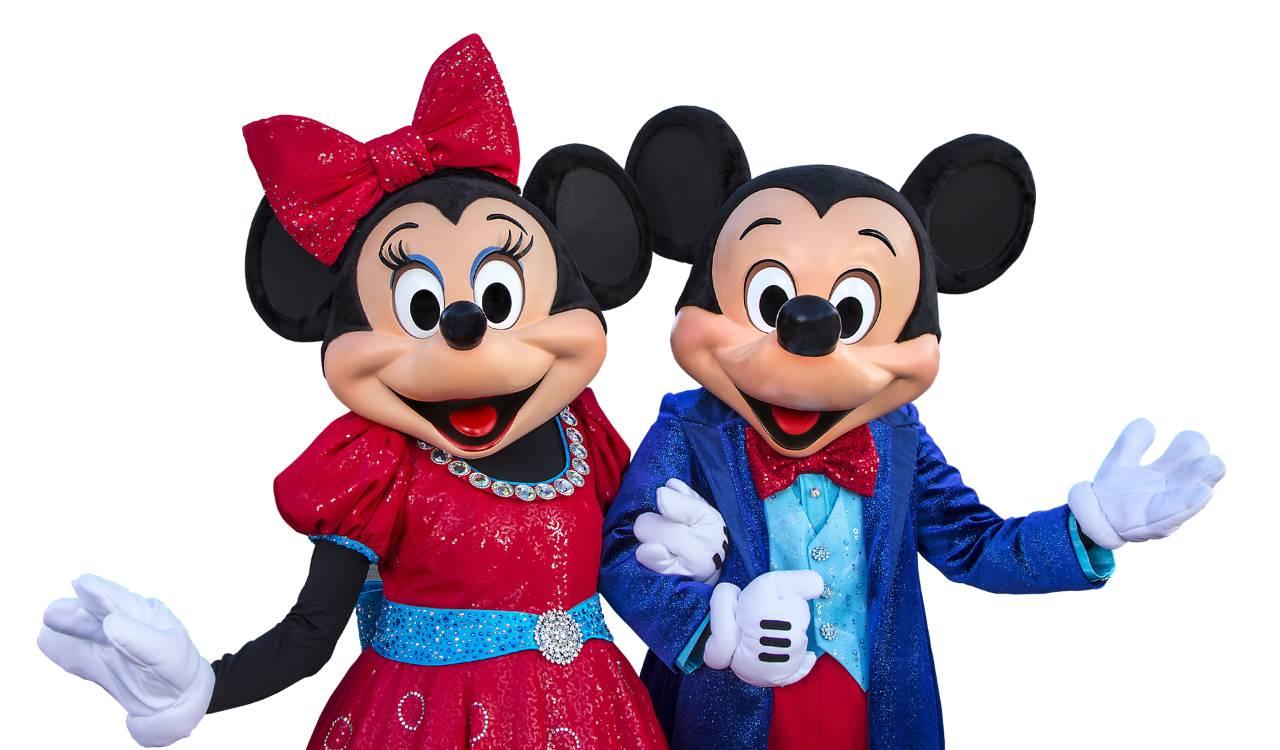 影片《威利号汽船》  1973年推出的五十周年海报。图片来源:Walt Disney 2 米老鼠最初被创造其实是为了取代幸运兔奥斯华。1928年,幸运兔奥斯华的版权被环球影业夺走,导致华特迪士尼不得不创造一个新的吉祥物米老鼠。2006年后迪士尼透过与环球影业的交易,华特迪士尼动画工作室拿回了幸运兔奥斯华的版权。现在他被定位为米奇的兄长。  幸运兔奥斯华。图片来源:Walt Disney 3 1978年11月18日,在米老鼠50周年诞辰上,它成为了第一个在好莱坞星光大道中拥有一个位置的卡通人物。米老鼠的星
