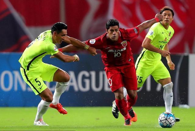 进攻受阻巴西两外援又单干,上港再不改弊病夺足协杯没戏