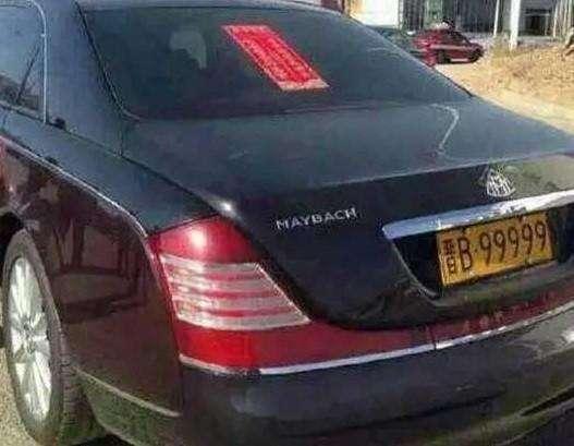 奇瑞撞上迈巴赫,车主以为买了保险够赔,迈巴赫哭着说够赔也没用