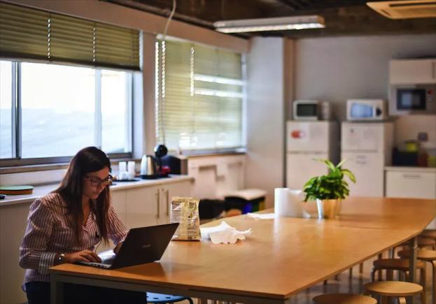 报告显示:女性在科技领域比男性更胜一筹