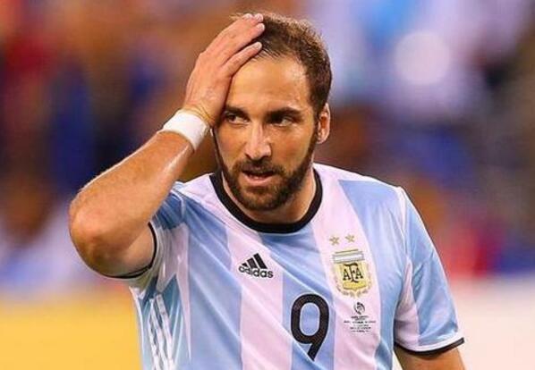 伊瓜因和拉维奇的机会来了?桑保利一爱将重伤或无缘世界杯