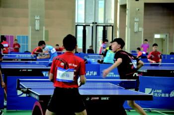 全国青少年乒乓球训练营高新区大学园开营 120名