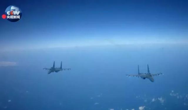 """""""战神""""轰-6k前出第一岛链 战巡南海!"""