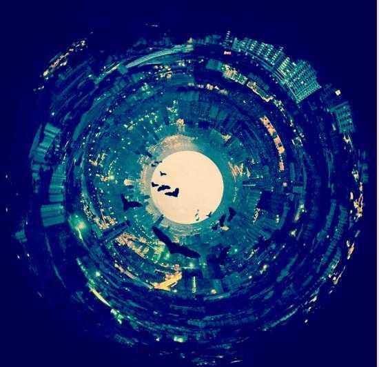 人类发现地底存在着纵横几千公里的地下隧道,甚至地下城市等超级设施.