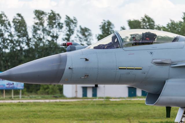 战斗机--歼-10C是中国隐形能力最好的三代半战机,没有之一