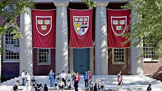 哈佛等招生歧视亚裔 成绩要求比非洲裔高400多分