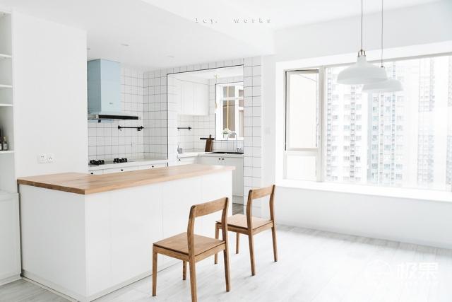 打掉厨房的非剪力墙,将生活阳台并入厨房之后,岛台,橱柜,烟机灶具