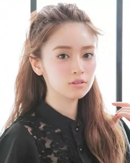 日系麻豆示范 头发这样扎更好看图片