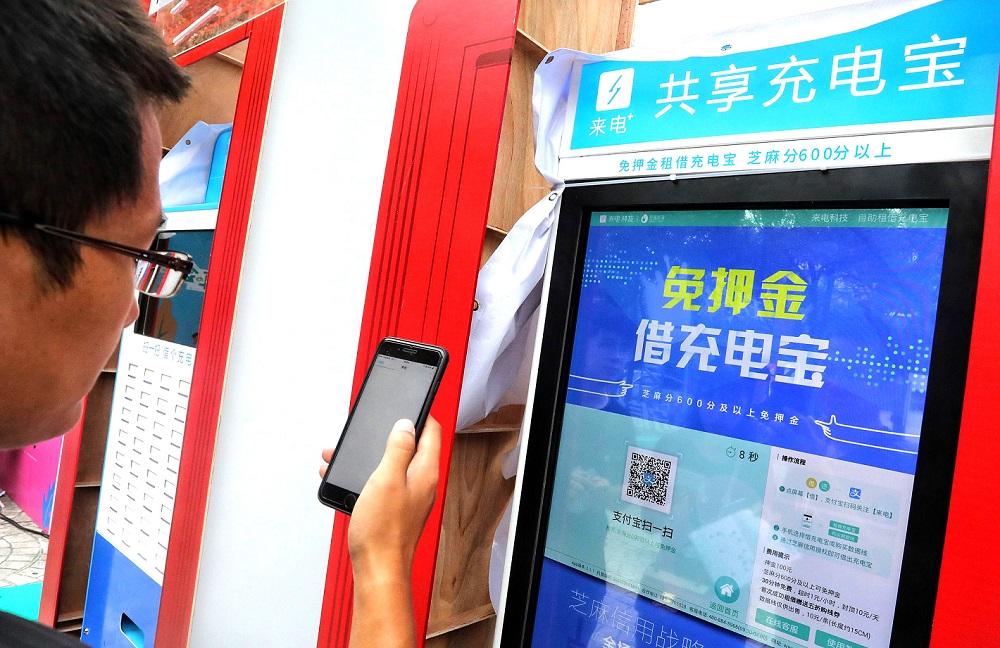 【晓头条】微信网页版即将关停  小程序将推视频直播能力  微信可购港铁车票