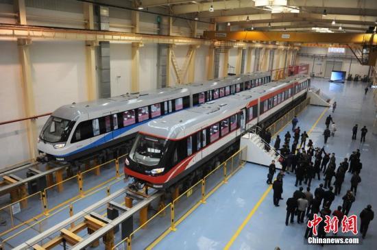 资料图:中国首条具有自主知识产权的中低速磁悬浮铁路在长沙试运行。杨华峰 摄