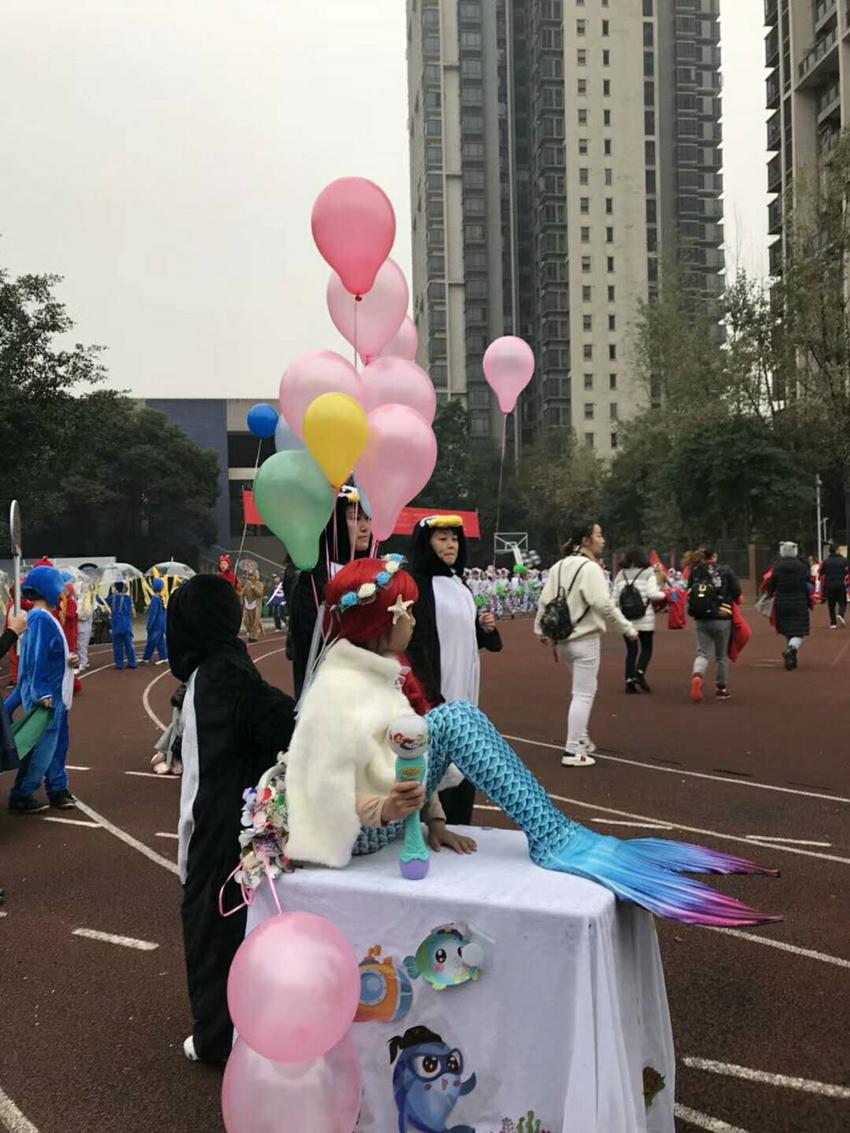 重庆一小学运动会入场式画风奇特 班级口号堪比段子手图片