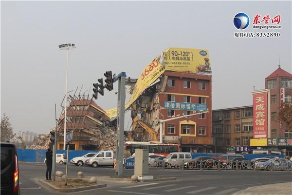 """北二路综合整治:地标性建筑""""油城宾馆""""告别历史舞台"""