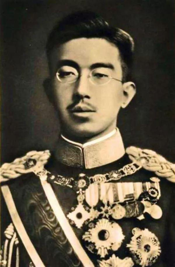 保留天皇让麦克阿瑟尝到甜头:数百日本女人写信要帮他生娃