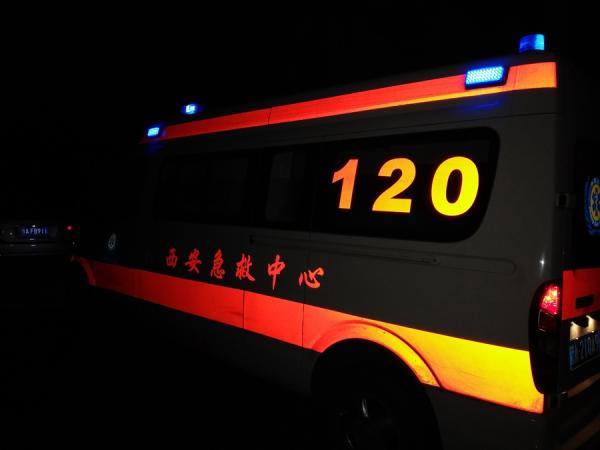西安一保温材料厂起火 现场连续传出十几声爆炸声