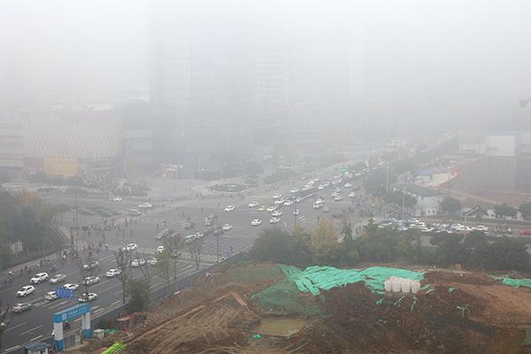 成都双流遇到罕见大雾天气 造成所有航班延误