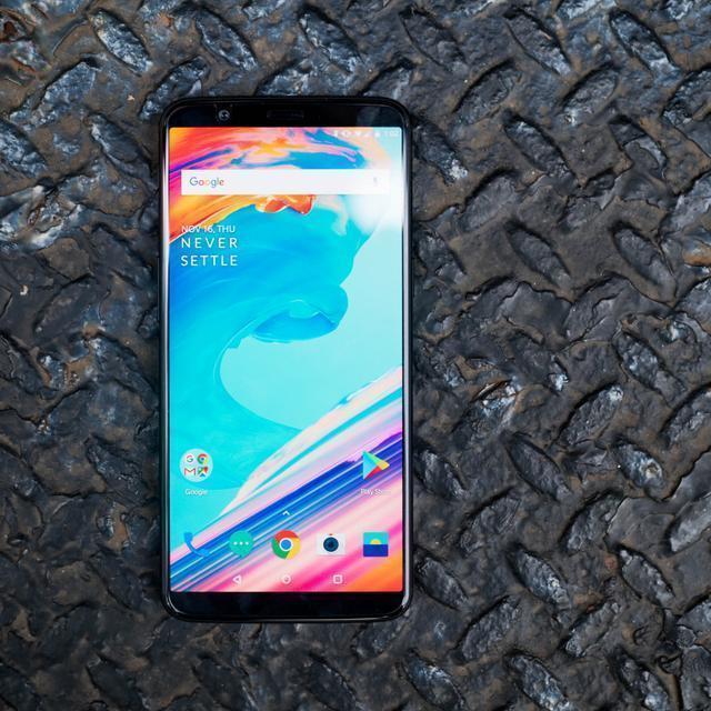 一加科技在北京正式发布一加5T国行版手机,售价方面