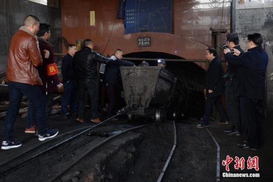 资料图:煤矿爆炸事故现场。中新社记者 钟欣 摄