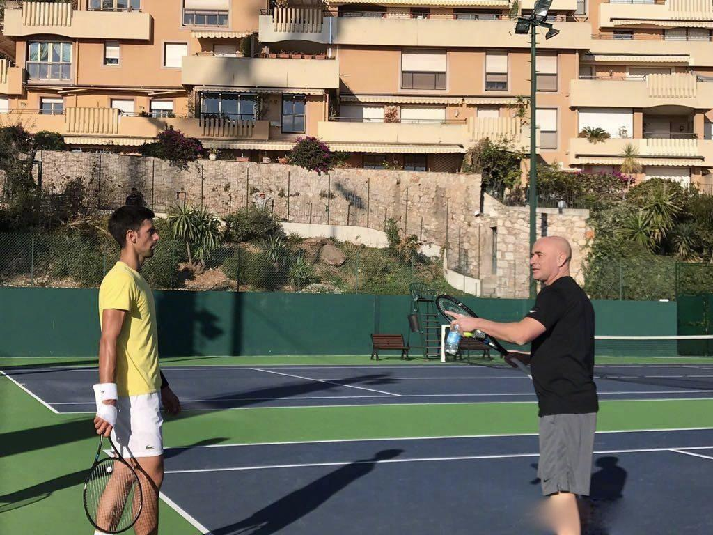 早报:ATP元老赛费雷罗力克萨芬!德约科维奇尝试更换新球拍!